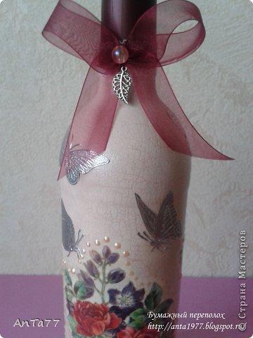 Бутылка оформлена в честь дня рождения в технике декупаж с использованием кракелюра. Дополнена контурными наклейками, капельками жидкого жемчуга, ленточками. фото 5