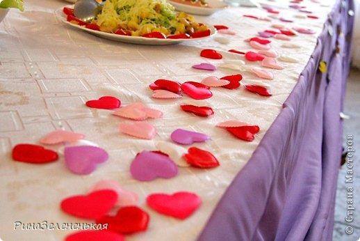 После череды сердец на свадьбу мы наконец-то встретились с молодоженами, которые захотели что-то интересненькое!  Такие бабочки украшали каждый бокал гостей и бантики на ширме  фото 2