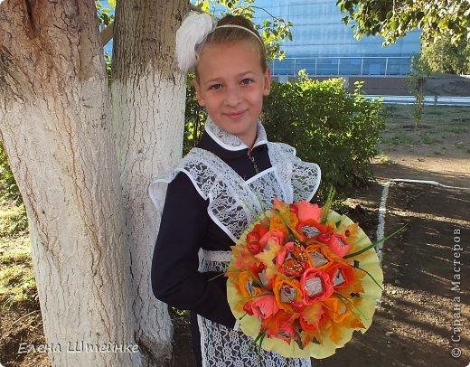 Такой букет смастерила для учителя своей дочери на 1 сентября..надоели банальные букеты из цветов.. а так вроде и оригинально и вкусно.. фото 8