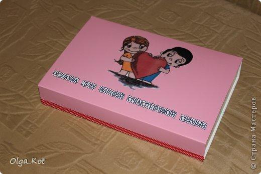 """У молодоженов свадьба была в стиле """"Love is..."""" Подарок был оформлен с учетом данного стиля... фото 1"""