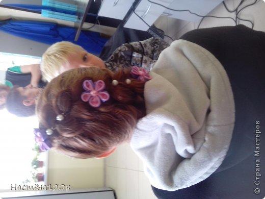 Комплект семейный, состоит из повязки на руку-сиреневая роза, резинки для волос -розовая роза, повязка-бант для дочурки, бутоньерка для мужа, бабочка для сына и шпильки для прически. фото 2