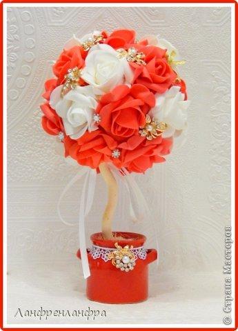 Яркий топиарий с готовыми розами из фоама и брошами, высота 25см.  фото 1