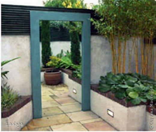 Зеркала в саду это новое в садовом дизайне. Они расширяют пространство, создают иллюзию и маленький сад превращается в большой.  фото 9