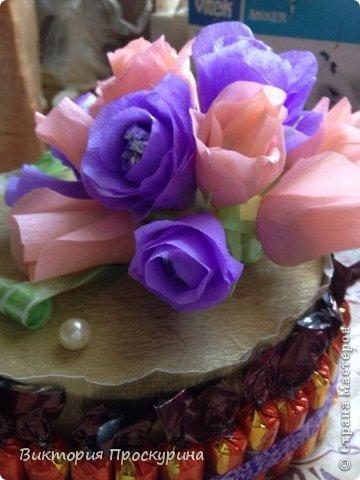 Здравствуй любимая Страна!5 сентября у моей любимой свекрови был день рожденья.Просмотрев огромное количесво мк,решилась на этот торт.Девочки-мастерицы,огромное спасибо всем,кто выложил ваши работы и секреты,без вас я бы не справилась!!!Низкий поклон Вам!!!Пыхтела я над ним 2 дня,но главное,что мамочке понравился и она была рада!Не судите сильно строго,тк делала в первый раз(надеюсь не в последний)!Принимайте работу) фото 5