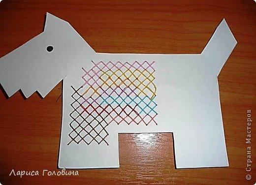 Начался учебный год, занятия. С второклассниками попробовали вышивать крестиком на картоне. По-моему, освоили неплохо, во всяком случае, делали с удовольствием . Первая работа моя для образца, остальное детские работы. Идеи и шаблоны с сайта http://baby-journal.eu/2014/01/shablony-dlya-vyshivaniya-krestikom/  фото 4