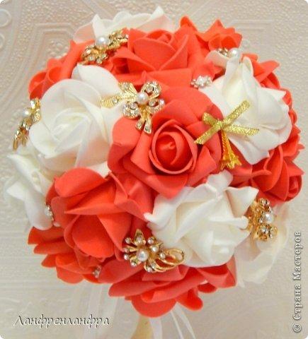 Яркий топиарий с готовыми розами из фоама и брошами, высота 25см.  фото 2