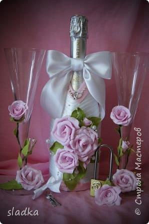 здравствйте. Поступил очередной заказ на свадебную бутылочку и бокалы. Розы из фоамирана. фото 1