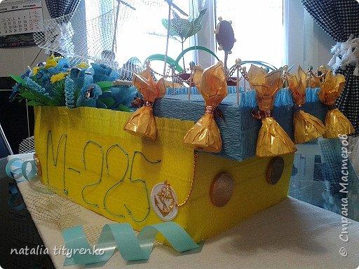 Корабль в желто-голубой гамме ко Дню города. фото 2