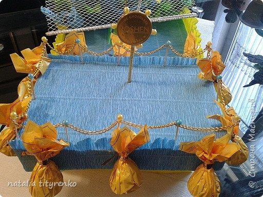 Корабль в желто-голубой гамме ко Дню города. фото 3