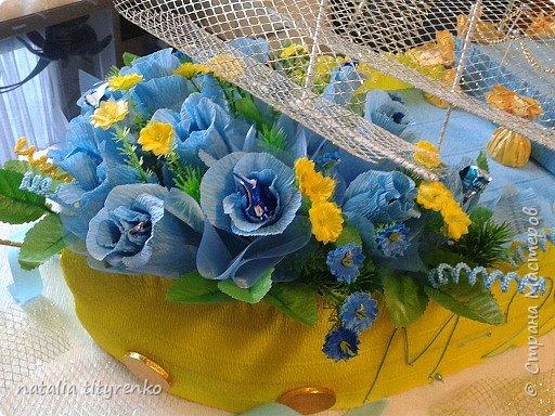 Корабль в желто-голубой гамме ко Дню города. фото 4