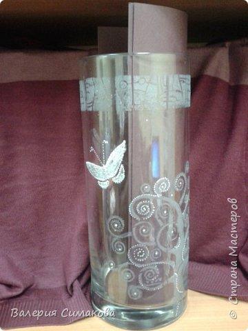 Стояла на работе стеклянная вазочка.... намозолила мне глаза)))) ну вынесла душа поета))) размер - высота 33 см, диаметр - 12 см. фото 8