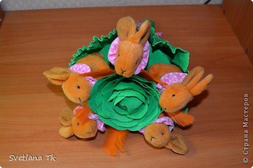 Мой первый букет с игрушками. Зайчики около капусты. фото 2