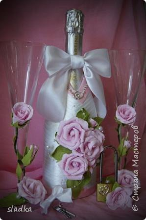 здравствйте. Поступил очередной заказ на свадебную бутылочку и бокалы. Розы из фоамирана. фото 5