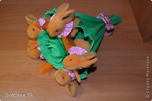 Мой первый букет с игрушками. Зайчики около капусты. фото 1