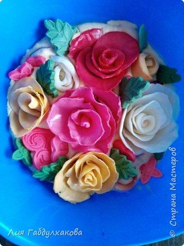 Привет, страна! У нас в сентябре дни рождения и юбилеи. Решила рискнуть и сделать мыльные корзинки с розами. Сразу скажу,что это перевар из детского мыла и розы тоже.Не судите строго.Не знаю , пока как буду крепить ручки к корзинкам.Советы приму с радостью! фото 1
