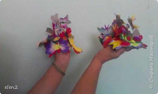 Эти шапочки для танца,основой которым послужил строительный серебристый материал.Бабочки  из бумаги,прикреплены к проволочкам. фото 2