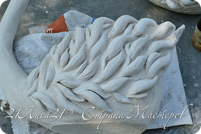 Это мой дебют!!!! Мой первый опыт лепки скульптуры из шпаклевки:)))))))) Было очень интересно попробовать что-то новое для себя. Результат, а главное сам процесс создания лебедей очень захватил и порадовал. Делала я их по мастер-классу бисерушка https://stranamasterov.ru/user/21387, за что ОГРОМНОЕ ей спасибо, очень вдохновило...... К сожалению процесс создания не сфотографировала:(((((( фото 2