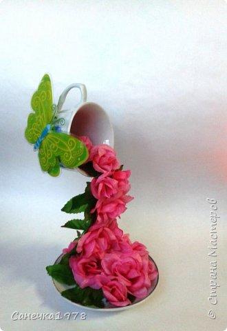 Когда покупала цветы по другому представляла  кружечку...но что получилось ,то и получилось...но с двумя видами цветов мне понравилось больше работать..подарю завтра заказчице ,посмотрю на ее реакцию,может и ничего.