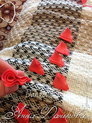 Поделка изделие Моделирование конструирование Мастер-класс Чайно-гибридная пионовидная роза из фоамирана с круглой серединкой Фоамиран фом фото 4