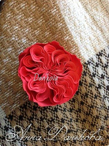 Поделка изделие Моделирование конструирование Мастер-класс Чайно-гибридная пионовидная роза из фоамирана с круглой серединкой Фоамиран фом фото 9
