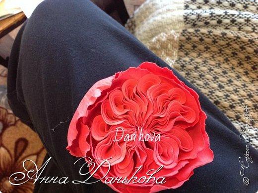 Поделка изделие Моделирование конструирование Мастер-класс Чайно-гибридная пионовидная роза из фоамирана с круглой серединкой Фоамиран фом фото 11