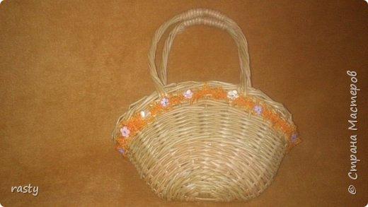 В этой статье я покажу новые работы и несколько старых в разных техниках.   Плетеная сумочка а-ля fannas (https://stranamasterov.ru/node/766529) сплетена в подарок маленькой девочке : фото 1