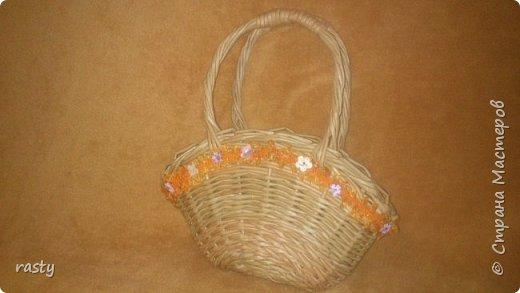 В этой статье я покажу новые работы и несколько старых в разных техниках.   Плетеная сумочка а-ля fannas (https://stranamasterov.ru/node/766529) сплетена в подарок маленькой девочке : фото 2