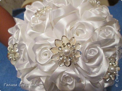 Свадебные букеты а так же для любого торжества,для любимых и родных,выполнены из розочек ручной работы,собраны по лепестку... фото 2