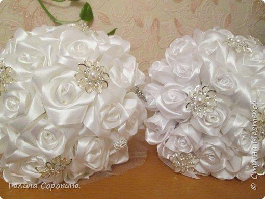 Свадебные букеты а так же для любого торжества,для любимых и родных,выполнены из розочек ручной работы,собраны по лепестку... фото 11