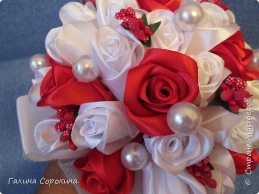 Свадебные букеты а так же для любого торжества,для любимых и родных,выполнены из розочек ручной работы,собраны по лепестку... фото 3