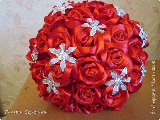 Свадебные букеты а так же для любого торжества,для любимых и родных,выполнены из розочек ручной работы,собраны по лепестку... фото 5