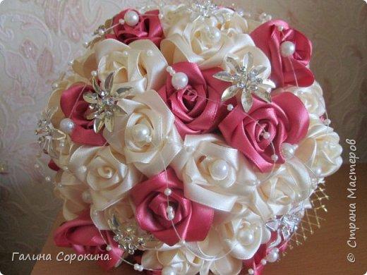 Свадебные букеты а так же для любого торжества,для любимых и родных,выполнены из розочек ручной работы,собраны по лепестку... фото 6