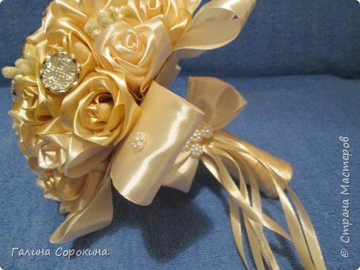 Свадебные букеты а так же для любого торжества,для любимых и родных,выполнены из розочек ручной работы,собраны по лепестку... фото 9