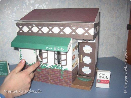 """Более сложная модель из серии """"Распечатай, вырежи и склей"""". Выкройки с японского сайта, не могу воспроизвести название) В этот ресторанчик долго ходили наши мелкие игрушки. фото 3"""