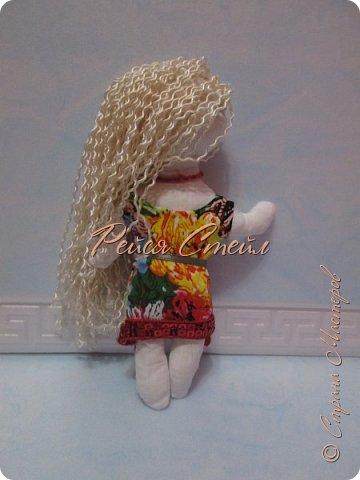 Это кукла Алиса, первая моя самодельная кукла. Сшить куклу я хотела давно, но осуществить мечту получилось только сейчас.  фото 3