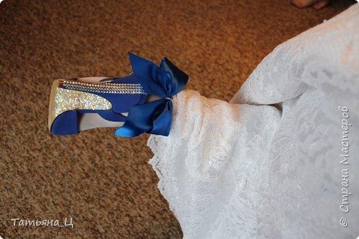 Декор туфлей для невесты на свадьбу в синем цвете (использовала: стразы, блёстки для ногтей, атласные ленты) фото 4