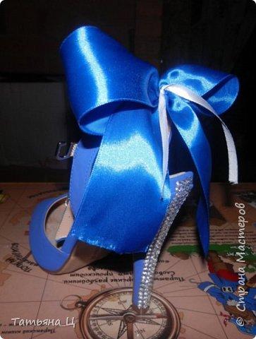 Декор туфлей для невесты на свадьбу в синем цвете (использовала: стразы, блёстки для ногтей, атласные ленты) фото 2