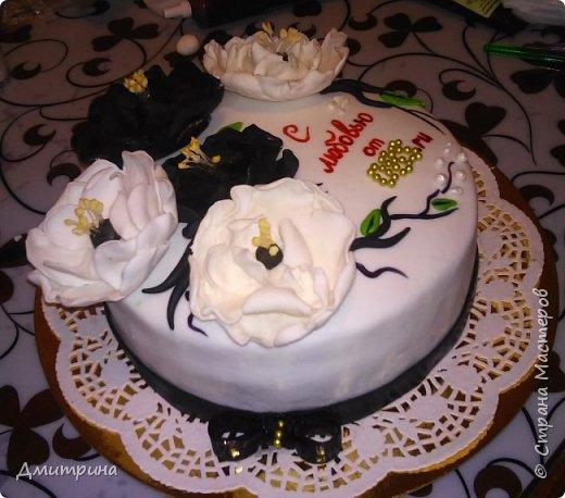 Здравствуй, Страна! Налепила тортиков, решила похвастаться. Заказчикам понравилось.  Торт с цветами. Вес 2,2 кг. Внутри рафаэлло. фото 2