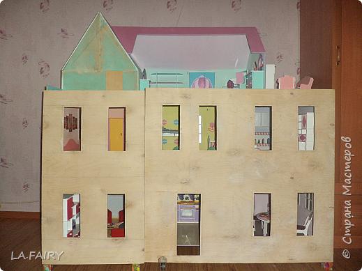 Такой кукольный домик сделал наш папа (из фанеры 6 мм.). Это одно из первых фото. фото 12