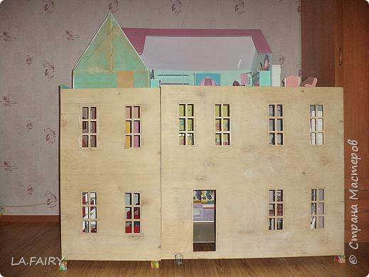 Такой кукольный домик сделал наш папа (из фанеры 6 мм.). Это одно из первых фото. фото 13