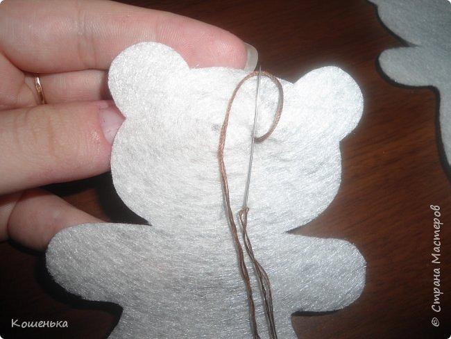 Добрый вечер, дорогие мастерицы! Предлагаю Вашему вниманию обещанный мастер-класс по изготовлению медвежонка из фетра. фото 7