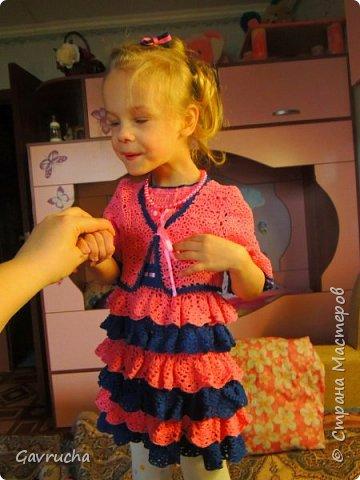Моя крошка-инвалид. И так хочется радовать доченьку чем-то новым.  Комбез болельшицы связан спицами. Папа наш был в восторге.  фото 5