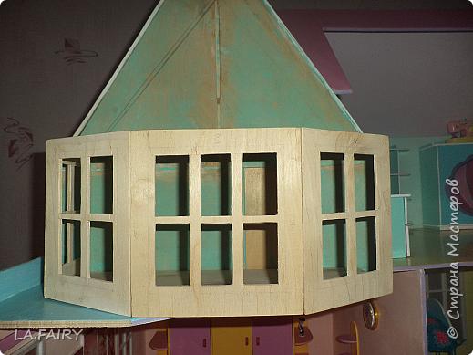 Такой кукольный домик сделал наш папа (из фанеры 6 мм.). Это одно из первых фото. фото 14