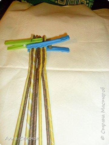 Мастер-класс Поделка изделие Плетение Косичка из 8 трубочек Бумага газетная Трубочки бумажные фото 2