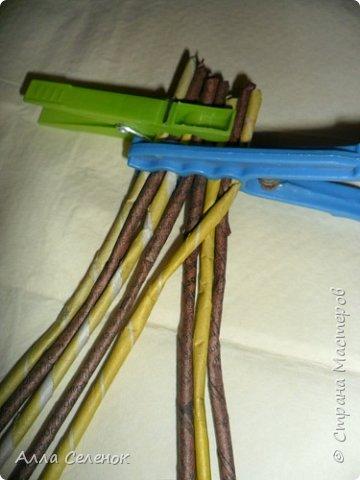 Мастер-класс Поделка изделие Плетение Косичка из 8 трубочек Бумага газетная Трубочки бумажные фото 4
