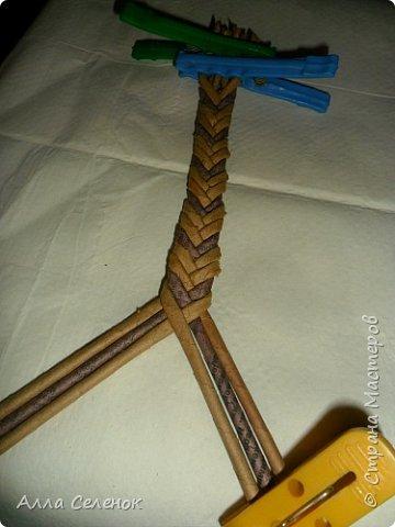 Мастер-класс Поделка изделие Плетение Косичка из 8 трубочек Бумага газетная Трубочки бумажные фото 8