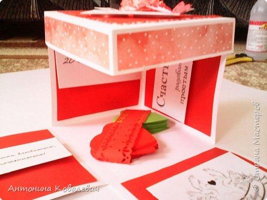 Вот такая вот коробочка. Любимый цвет невесты красный, поэтому и сама коробочка красная. Думала сегодня уже не выложу, но успела. Это моя первая шкатулочка) Фото очень много!!! фото 20