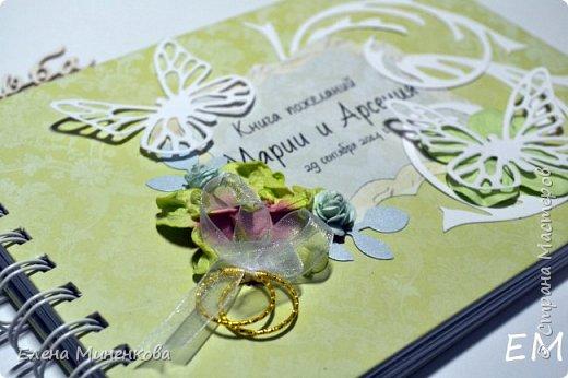 Свадебная книга пожеланий в подарок от друзей молодоженам. Формат А5, 6 страниц для фото и 30 страниц для пожеланий. больше фото и подробное описание здесь - http://scrabruki.blogspot.ru/2014/09/blog-post_13.html фото 2