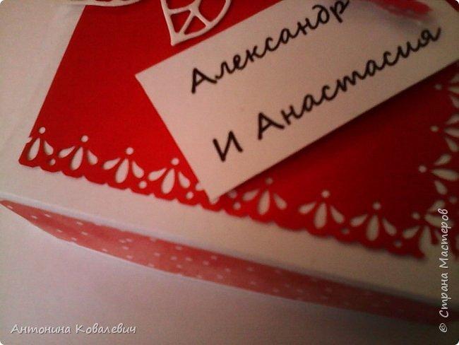 Вот такая вот коробочка. Любимый цвет невесты красный, поэтому и сама коробочка красная. Думала сегодня уже не выложу, но успела. Это моя первая шкатулочка) Фото очень много!!! фото 3