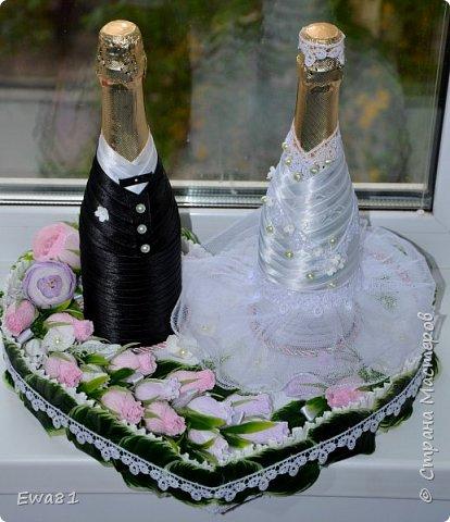 """Всем привет!!! Сегодня хочу показать вам свадебные бутылки с шампанским, очень мне понравилась работа Алены """"Подарок на рубиновую свадьбу"""" https://stranamasterov.ru/node/797835 а тут как раз заказали мне такие бутылки и вот что вышло, сразу хочу извинится за фон , солнца нет совсем, выглянет на 2-3 минуты и прячется, фотографировала  на подоконнике ) фото 1"""